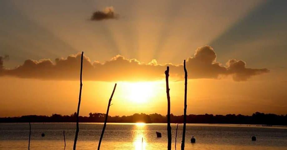 Levé de Soleil sur lac de Cazaux